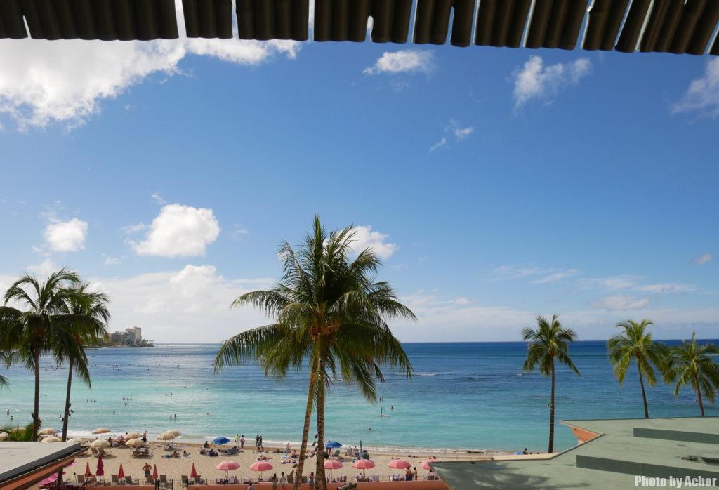 窓からワイキキビーチが正面に見える